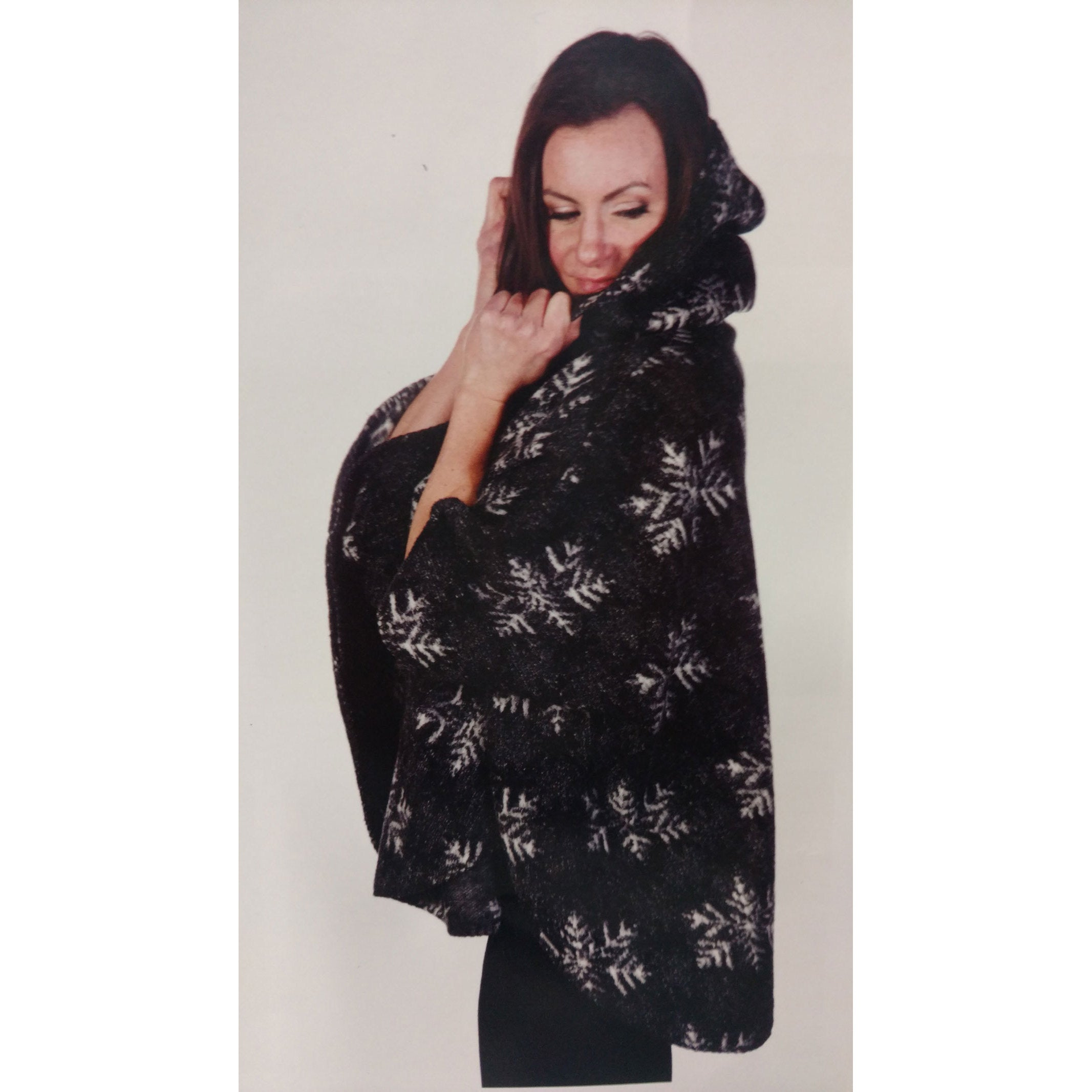 Mazmania Winter's Eve Looped Wool Cape (Small - Black/Whi...