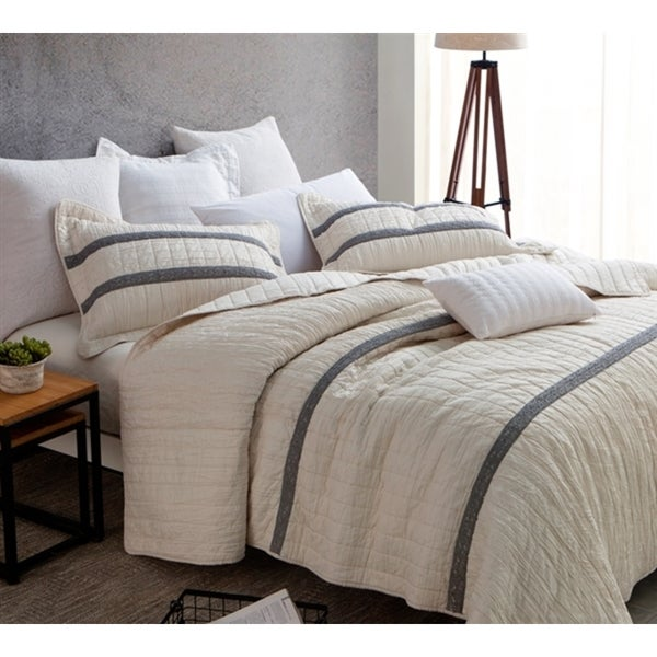 BYB Jet Stream Summer Lace Textured Quilt Set