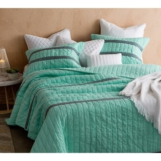 BYB Yucca Summer Lace Textured Quilt Set