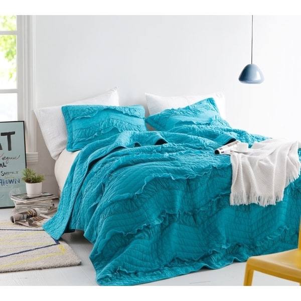 BYB Relaxin' Single Tone Peacock Chevron Ruffles Quilt Set