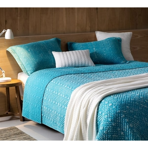 BYB Stone Wash Peacock Blue Textured Quilt (Shams Not Included)