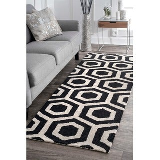 nuLOOM Handmade Hexagon Design Black and White Wool Runner Rug (2'6 x 8')
