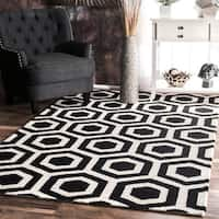 nuLOOM Handmade Hexagon Design Black and White Wool Rug - 4' x 6'