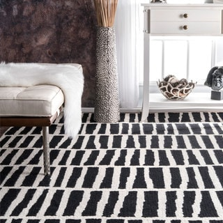 nuLOOM Handmade Abstract Stripe Black and White Wool Rug (4' x 6')
