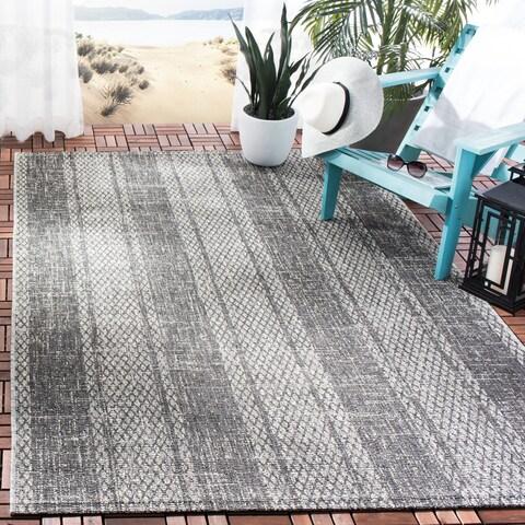 Safavieh Courtyard Moroccan Indoor/Outdoor Grey/ Black Area Rug - 5' 3 x 7' 7