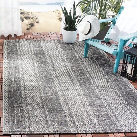 Safavieh Courtyard Moroccan Indoor/Outdoor Grey/ Black Area Rug - 6' 7 x 9' 6
