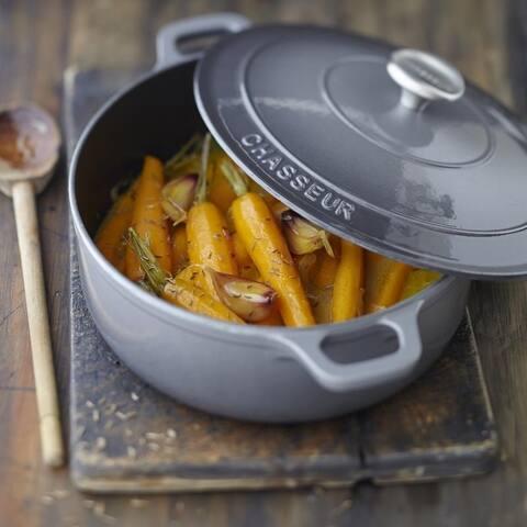 Chasseur 3.25-quart Caviar-Grey Enameled Cast Iron Round Dutch Oven