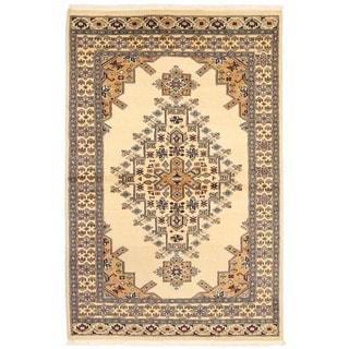 Handmade One-of-a-Kind Bokhara Wool Rug (Pakistan) - 4'1 x 6'4
