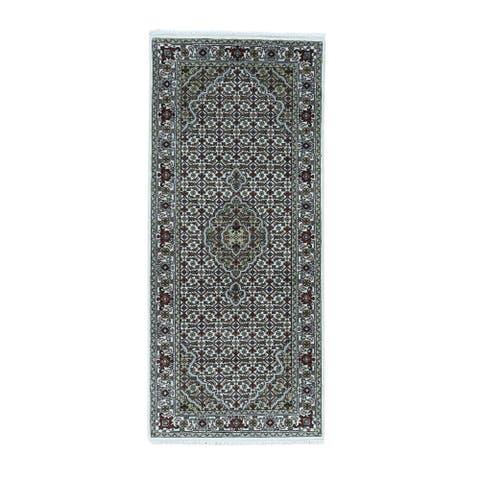 Shahbanu Rugs Tabriz Mahi Wool and Silk 250 Kpsi Hand-knotted Runner Rug (2'8 x 6'0)