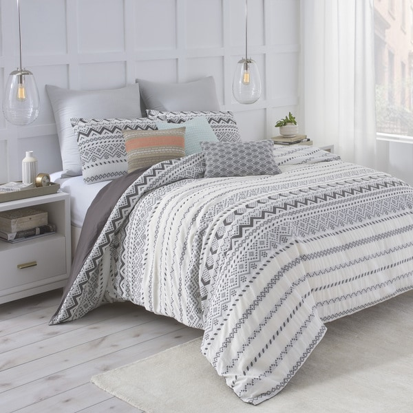 Under The Canopy Abstract Aztec White/Black 100-percent Certified Organic Cotton Comforter Set