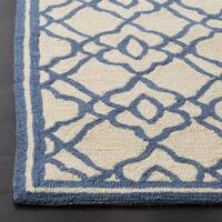 Safavieh Hand Hooked Four Seasons Ivory / Blue Indoor/Outdoor Rug - 5' x 7'