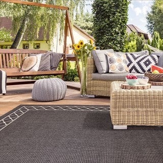 Addison Flat Weave Indoor/ Outdoor Dark Grey Area Rug (5' 3 x 7' 5)