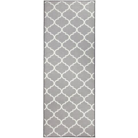 "RUGGABLE Washable Stain Resistant Runner Rug Moroccan Trellis Light Grey - 2'6"" x 7'"