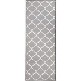 "RUGGABLE Washable Indoor/Outdoor Stain Resistant Runner Rug Moroccan Trellis Light Grey - 2'6"" x 7'"