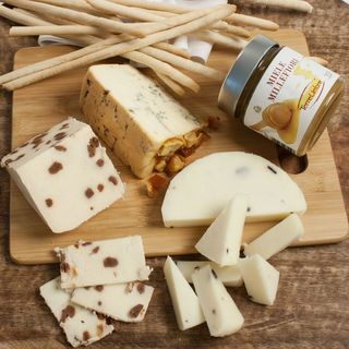 igourmet The Exquisite Italian Cheese Board Gift