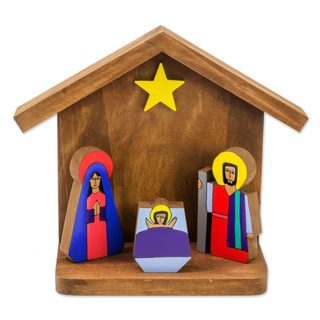 Pinewood Nativity Scene, 'Adoration' (El Salvador)