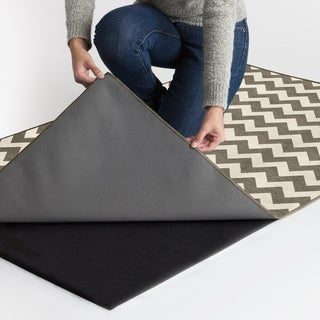RUGGABLE Washable Indoor/ Outdoor Stain Resistant Pet Area Rug Chevron Rich Grey and White (5' x 7') - 5' x 7'