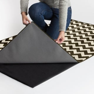 RUGGABLE Washable Indoor/ Outdoor Chevron Black and White Stain Resistant Area Rug (5'x7') - 5' x 7'
