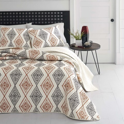 Carson Carrington Trondheim Rhombus Quilt Set