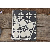 Daza Collection Circles Black and White Reversible Throw