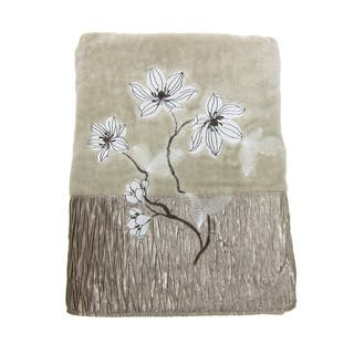 Croscill Magnolia Towels (Embroidered)|https://ak1.ostkcdn.com/images/products/15808056/P22222866.jpg?impolicy=medium