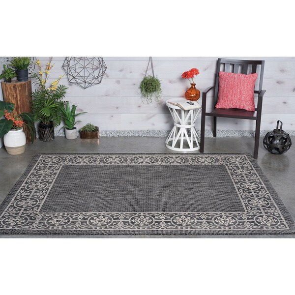 Alise Rugs Colonnade Black Traditional Area Rug (7'10 x 10'3)