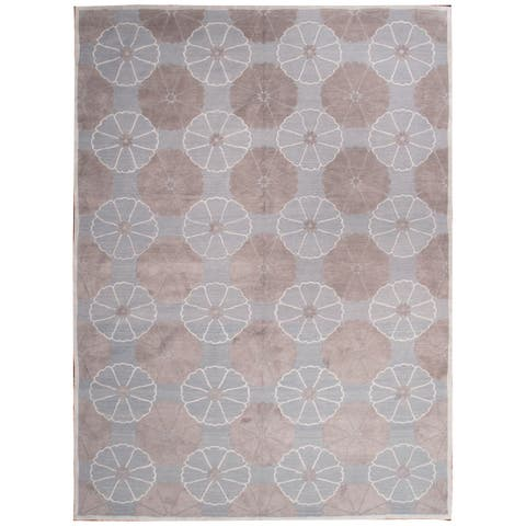 Wool and Silk Embossed Rug (7'9'' x 10'8'') - 6'10'' x 8'11''