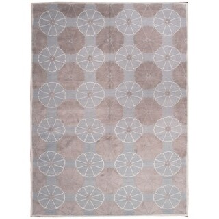Wool and Silk Embossed Rug (7'9'' x 10'8'') - 7'9'' x 10'8''