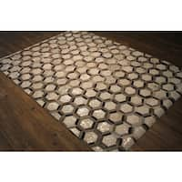 Metallic Hexagon Mosaic Silver/Grey Hair-on-hide Leather Area Rug - 5' x 7'