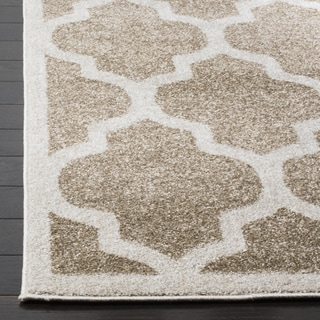 Safavieh Amherst Indoor / Outdoor Light Grey / Beige Rug (7' Square)