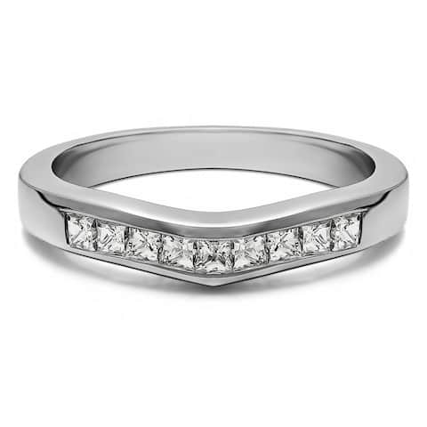 Platinum Gently Contoured Tracer Band mounted with Diamonds (G-H, SI2-I1) (0.25 Cts. twt)