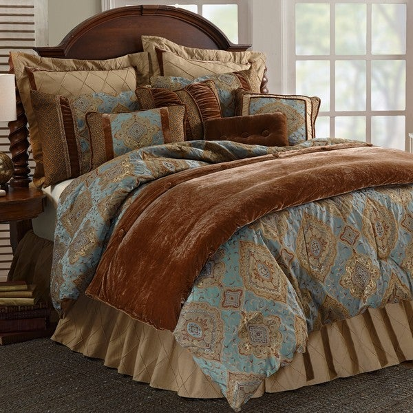 HiEnd Accents Luxury Bianca Multicolored Bedding Set
