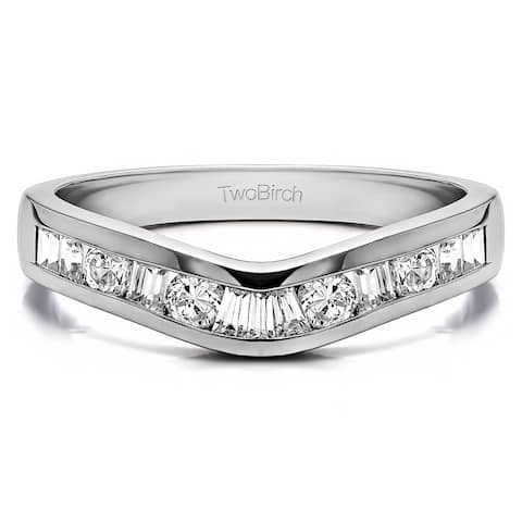 Platinum Classic Style Curved Tracer Band mounted with Diamonds (G-H, SI2-I1) (0.5 Cts. twt)
