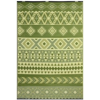 Green Ankara Indoor/ Outdoor Reversible Area Rug (5' x 8')