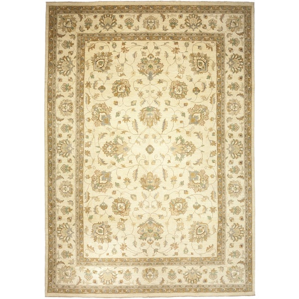"""Omidifabad Beige Wool Hand-knotted Area Rug (9'10 x 14') - 9'10"""" x 14'"""