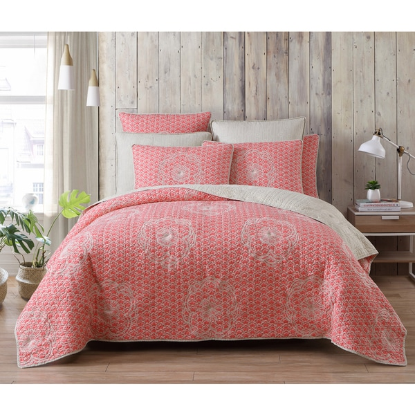 Estate Collection Olivia Embrodiery Quilt Set