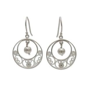 Handcrafted Sterling Silver 'Junin Glam' Filigree Earrings (Peru)