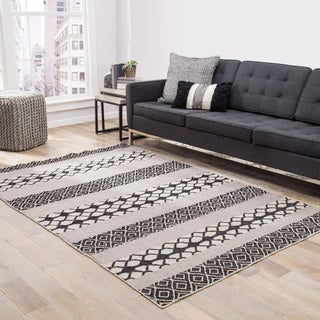Chandler Indoor/ Outdoor Geometric Black/ Gray Area Rug - 5' x 8'
