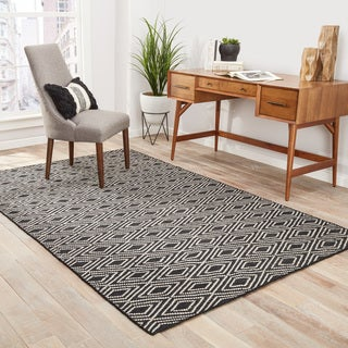 Sedona Indoor/ Outdoor Geometric Black/ Beige Area Rug - 5' x 8'