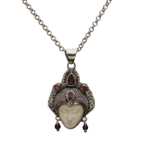 "Handmade Garnet Pendant Necklace, Queen of Sumatra (Indonesia) - 7'6"" x 9'6"""