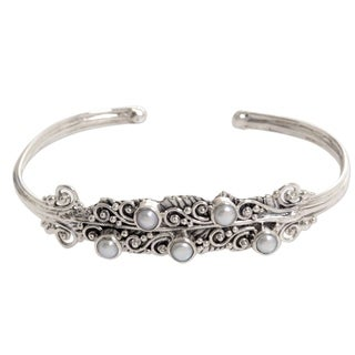 Handmade Sterling Silver Moonlight Cultured Pearl Bracelet (Indonesia)
