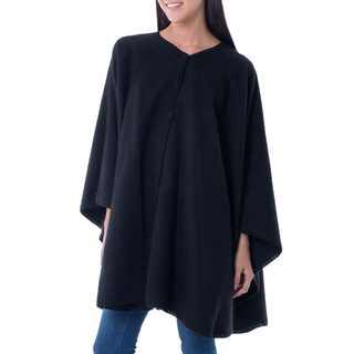 Handcrafted Alpaca Blend 'Midnight Chic' Ruana Cape (Peru)