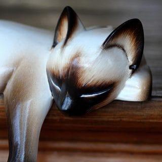 Handmade Siamese Cat Nap Wood Statuette (Indonesia)