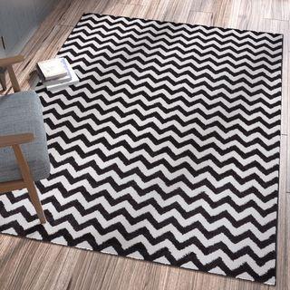 Ellie Modern Chevron Zig Zag Black Area Rug (7'10 x 10'6)