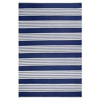 Handmade Indoor/Outdoor Recycled Plastic Mariona Blue and White Rug (India) - 5' x 8'