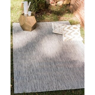 Outdoor Solid Solid Light Grey Area Rug (9' x 12')