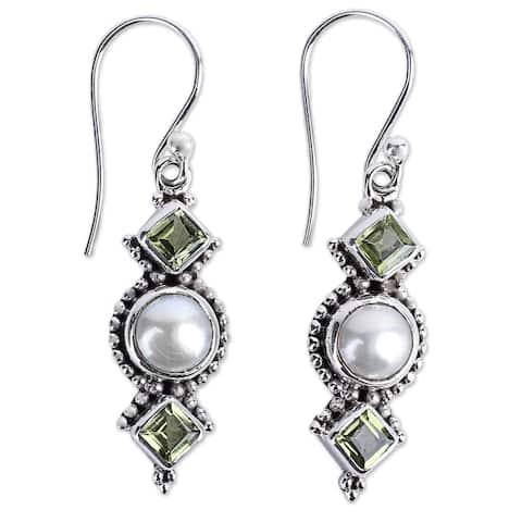 Handmade Vernal Allure Pearl Peridot Earrings (India) - Silver