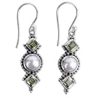 Handcrafted Sterling Silver 'Vernal Allure' Cultured Pearl Peridot Earrings (7 mm) (India)