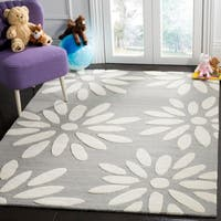 Safavieh Kids Transitional Geometric Hand-Tufted Wool Grey/ Ivory Area Rug - 4' x 6'