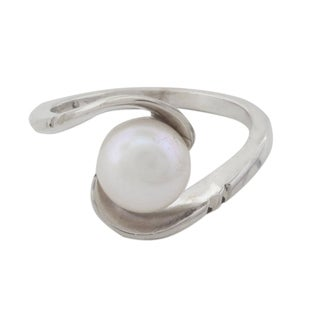 Handcrafted Sterling Silver 'Fantastic Swirl' Cultured Pearl Ring (10 mm) (India)